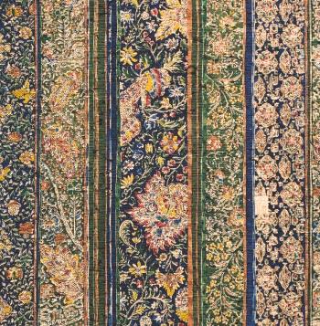 江戸更紗の特徴は、「追いかけ彫り」と「追いかけ染め」の技法にもあります