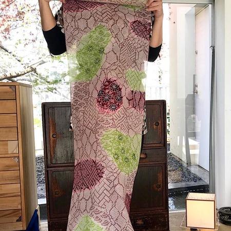 二葉苑浴衣 型染疋田(薄茶×赤紫×黄緑)